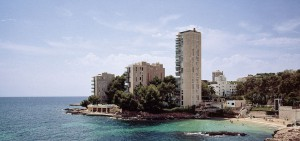 San Agustin property market, beachside apartments.