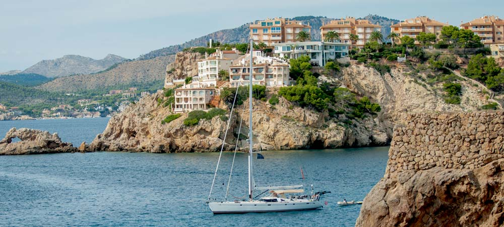 Spanish property market 2016 overview forecast growth overseas buyers Balearics malgrat santa ponsa el toro cala vinyas vinyes oyster swan sailing yacht in front of villa penthouse apartment for sale search real estate casafari compare prices