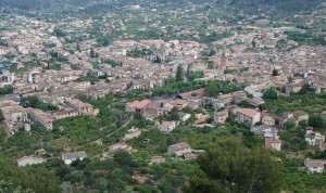 Soller Town property market view.